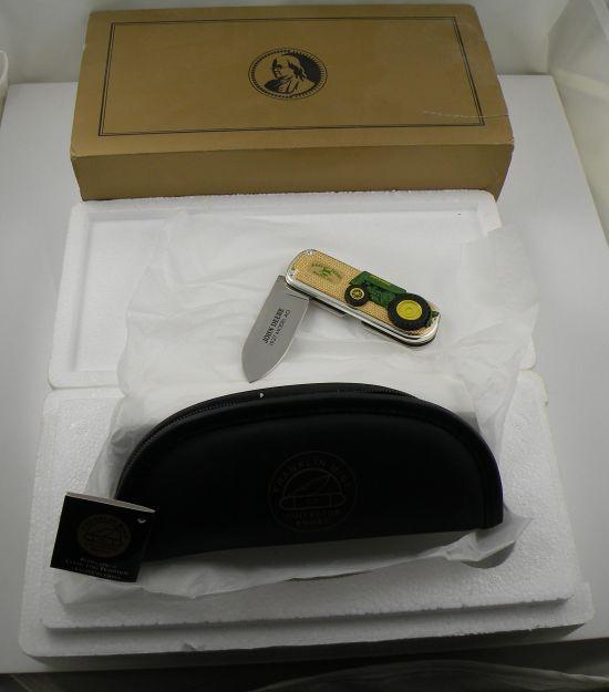 # RCB11YW02TS Franklin Mint John Deere 1937 Model AO Tractor Pocketknife